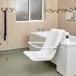 Bath with electric hoist